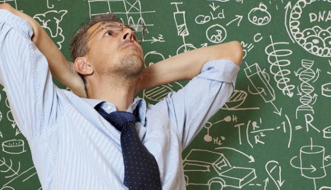 Foto: Bătaia de joc din educaţie continuă.  Foştii directori constănţeni se simt jigniţi
