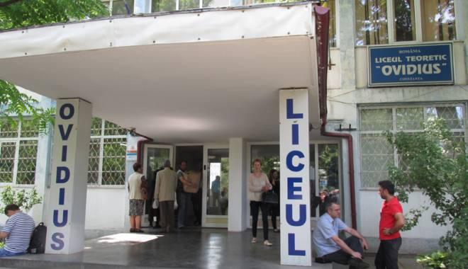 Foto: Bătălie pentru clasa a V-a, la liceele de top din Constanța. Trei elevi  pe un loc