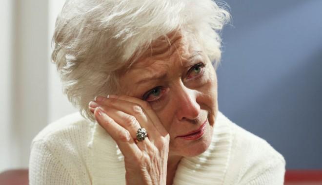 Foto: Bătrânii nimănui. Pe ei cine-i apără?