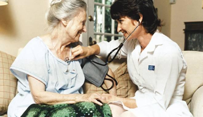 Foto: Bolnavii, consultaţi acasă de medicul de familie? Cine şi cât plăteşte