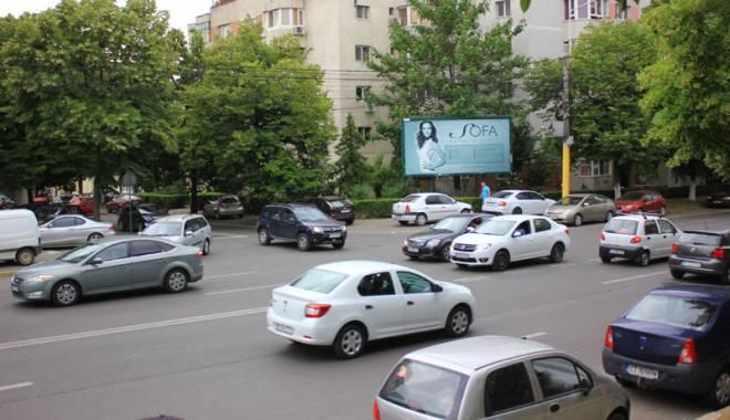 """Foto: Trafic de coşmar pe bulevardul Lăpuşneanu. """"E o anomalie!"""""""