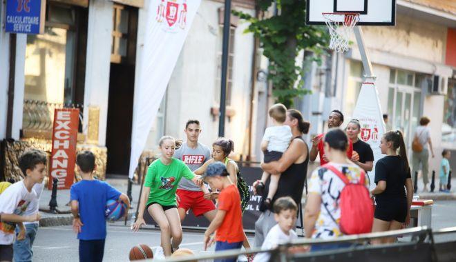 Bulevardul Tomis, pietonal în week-end. Dansuri, muzică, sport şi cărţi bune, în centrul municipiului - fondbulevardultomis1print-1627670313.jpg