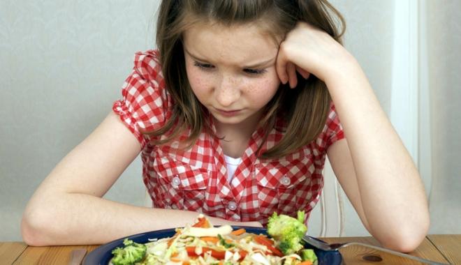 """Foto: Bulimia afectează dramatic sănătatea. """"Stima de sine a copiilor este influenţată de părinţi"""""""