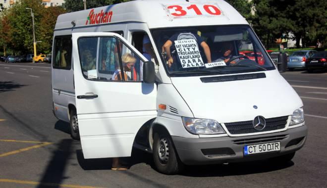 Foto: Microbuzele maxi taxi, o real� problem� a Constan�ei. Cine trebuie s� ia atitudine?