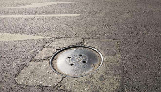 Cursă cu obstacole. Capacele de canalizare, pericolul de pe străzile Constanței - fondcapacecanalizare5-1615737291.jpg