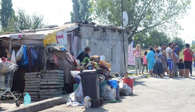 Focar de infecţie în cartierul Palas.  Cine şi de ce i-o fi adus pe romi acolo… - fondcartierromi-1504799832.jpg