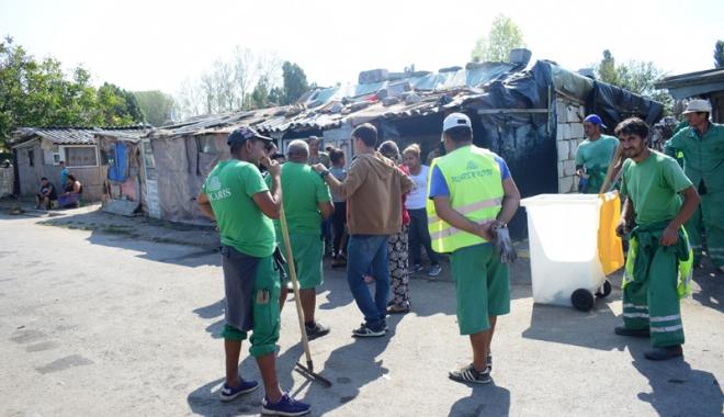 Focar de infecţie în cartierul Palas.  Cine şi de ce i-o fi adus pe romi acolo… - fondcartierromi2-1504799889.jpg