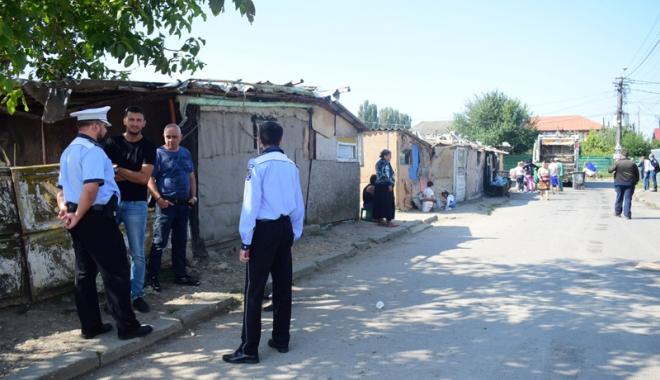 Focar de infecţie în cartierul Palas.  Cine şi de ce i-o fi adus pe romi acolo… - fondcartierromi4-1504799906.jpg