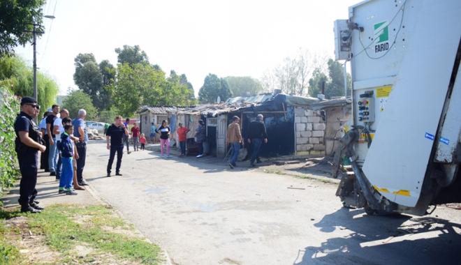 Focar de infecţie în cartierul Palas.  Cine şi de ce i-o fi adus pe romi acolo… - fondcartierromi9-1504799956.jpg