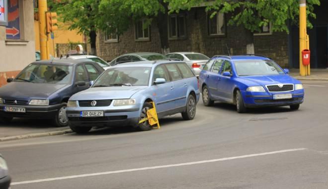 """Foto: Ce le mai pot face poliţiştii şoferilor indisciplinaţi. """"Doar caracatiţa…"""""""