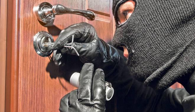 Foto: Casele de vacanţă din Constanţa, golite de hoţi: se fură până şi mobila!