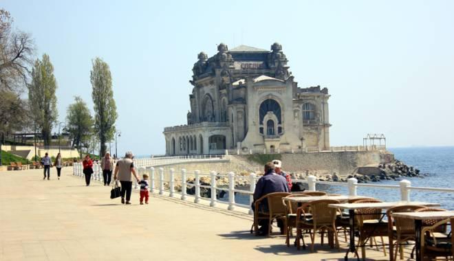 Foto: Cazinoul Constanţa, bântuit? Edificiul, ridicat pe mormintele ostaşilor francezi morţi de holeră
