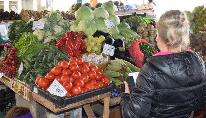 Foto: Dacă vreţi conserve pentru iarnă, pregătiţi portofelele! Cât investesc constănţenii în cămara cu bunătăţi