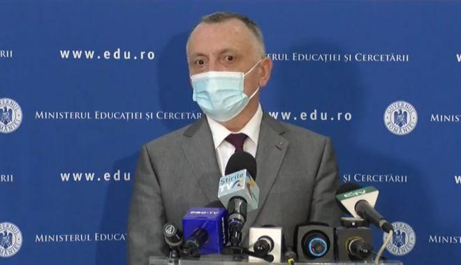 Şcoală online? Ministrul Cîmpeanu se spală pe mâini şi pasează răspunderea consiliilor de administrație - fondconsiliideadministratiecimpe-1633874994.jpg