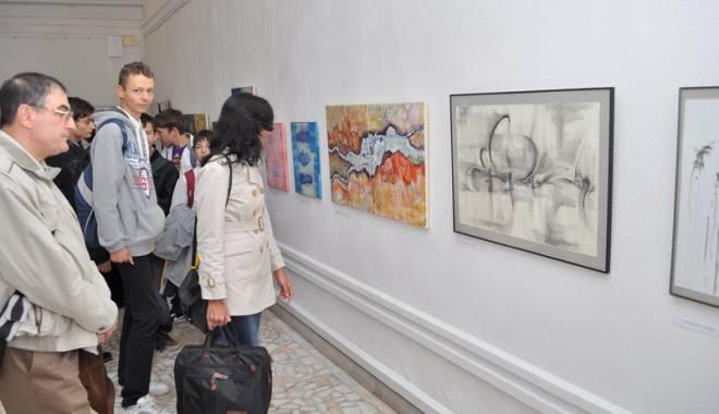 """Foto: Noaptea Muzeelor vine cu proteste la Constanţa: """"Suntem târâţi prin procese..."""""""