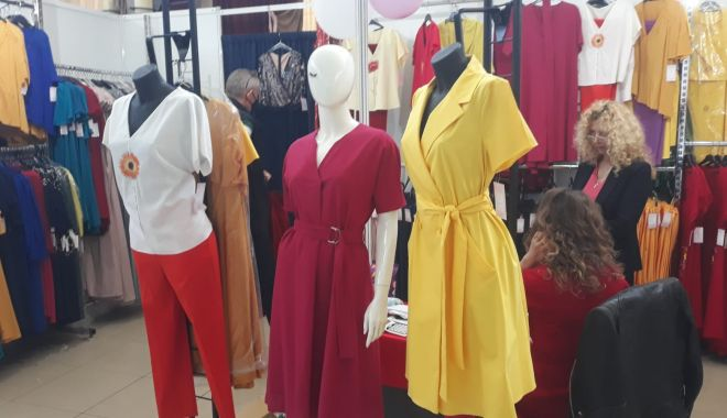 Constănțenii au luat cu asalt Salonul Național de Îmbrăcăminte - Încălțăminte TINIMTEX din Mamaia - fondconstanteniiauluatcuasaltsal-1620838983.jpg