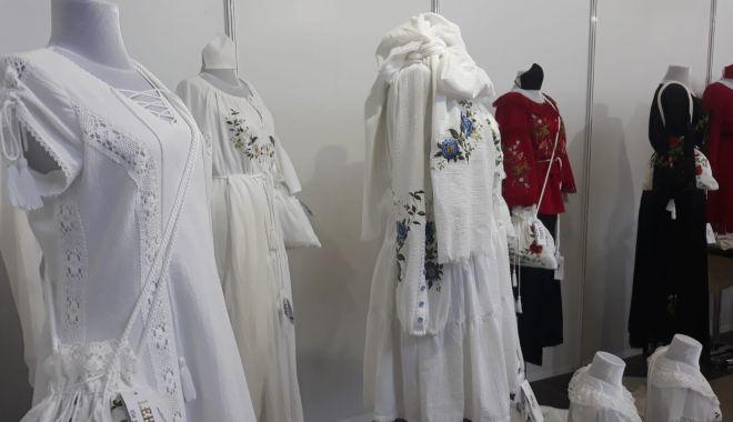 Constănțenii au luat cu asalt Salonul Național de Îmbrăcăminte - Încălțăminte TINIMTEX din Mamaia - fondconstanteniiauluatcuasaltsal-1620838993.jpg