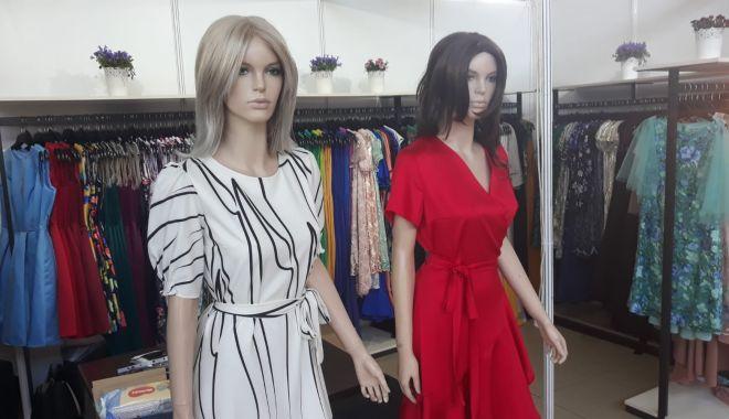 Constănțenii au luat cu asalt Salonul Național de Îmbrăcăminte - Încălțăminte TINIMTEX din Mamaia - fondconstanteniiauluatcuasaltsal-1620839002.jpg