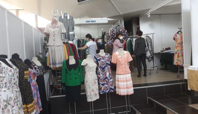 Constănțenii au luat cu asalt Salonul Național de Îmbrăcăminte - Încălțăminte TINIMTEX din Mamaia - fondconstanteniiauluatcuasaltsal-1620839013.jpg