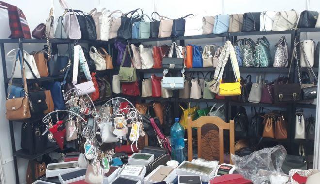 Constănțenii au luat cu asalt Salonul Național de Îmbrăcăminte - Încălțăminte TINIMTEX din Mamaia - fondconstanteniiauluatcuasaltsal-1620839023.jpg