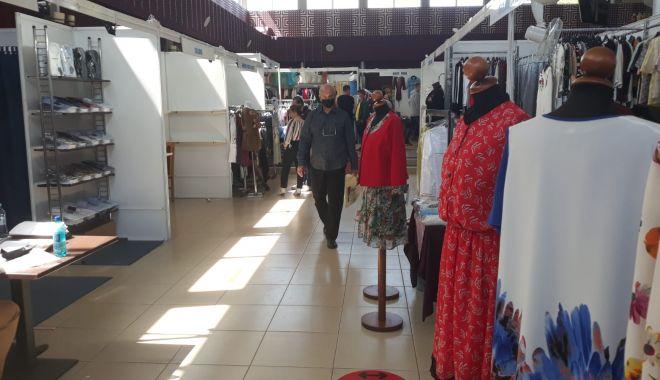 Constănțenii au luat cu asalt Salonul Național de Îmbrăcăminte - Încălțăminte TINIMTEX din Mamaia - fondconstanteniiauluatcuasaltsal-1620839035.jpg