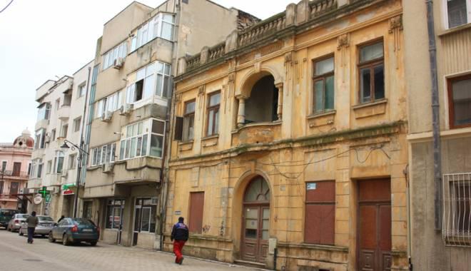 Foto: De ce fug const�n�enii de centrul vechi al ora�ului ca dracu de t�m�ie