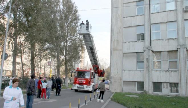 Foto: Copil de 13 ani, la un pas de tragedie. A vrut să se arunce de la etajul opt al Spitalului Judeţean