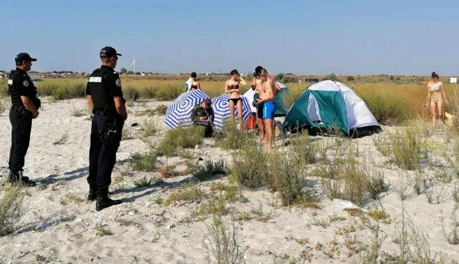 Foto: Vacanța cu cortul la Vadu și Corbu, încheiată cu amenzi usturătoare