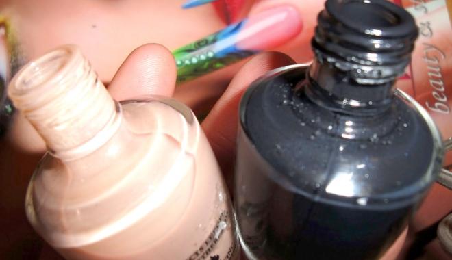 """Foto: Cosmetice """"de firmă"""", vândute la sacoşă. La ce riscuri se expun femeile care le cumpără"""