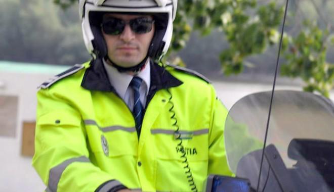 """""""Răsplată"""" pentru poliţistul ajuns într-un scaun cu rotile: suspendat şi fără salariu"""