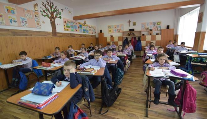 Foto: Cum va arăta noul an şcolar. Elevii au pierdut, la negocieri, o săptămână de vacanţă