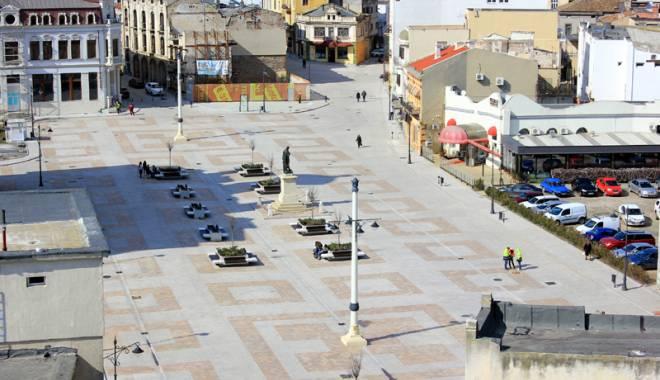 Foto: Peninsula, reabilitată pe bucăţele. Accesul autovehiculelor, interzis pe mai multe străzi