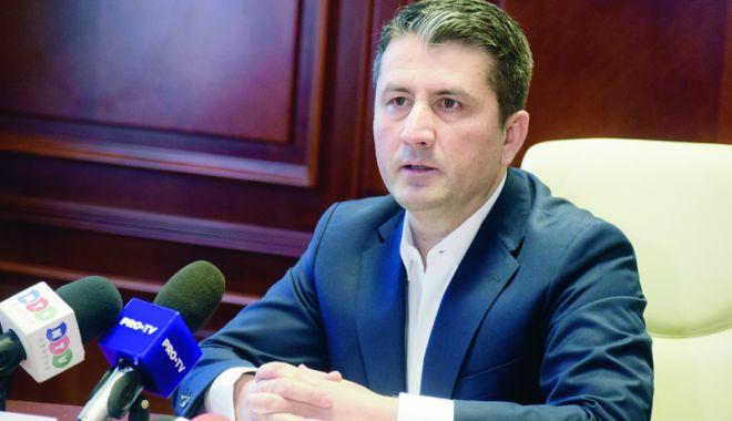 """Foto: Primarul Decebal Făgădău nu a semnat inițiativa """"Fără penali în funcții publice"""". Care este explicația"""