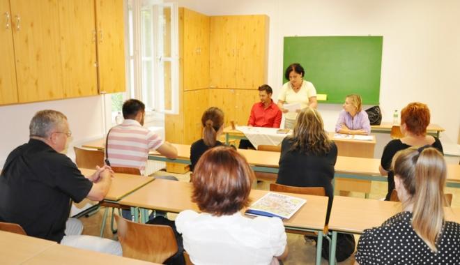 Foto: Emoţii maxime! 200 de cadre didactice constănţene  susţin examenul de definitivat