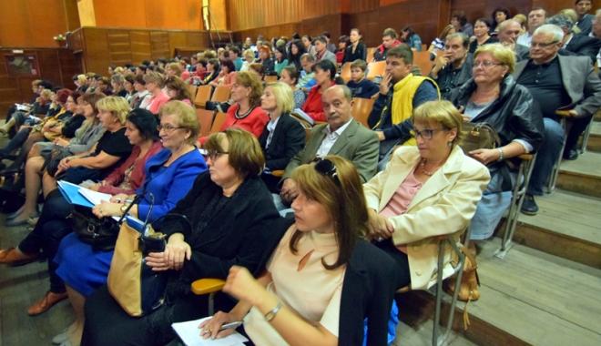 Foto: Mulţi dintre vechii directori şi-au recâştigat poziţiile prin concurs, pentru încă patru ani