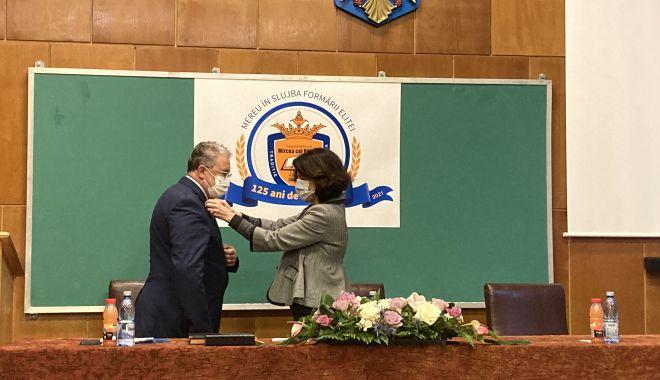 """Distincţie înaltă pentru prof. Vasile Nicoară, directorul Colegiului Naţional """"Mircea cel Bătrân"""" - fonddistinctieinalta4-1614096565.jpg"""