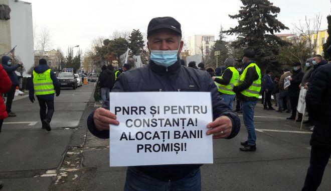 """Sătui de promisiuni, fermierii au ieşit în stradă! """"Am primit o palmă şi cu seceta şi cu pandemia"""" - fonddobrogeaflorinrata-1613671863.jpg"""