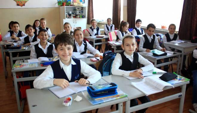 Foto: Tupeu sau normalitate? Liderii elevilor cer burse mai mari pentru rezultate la examenele naţionale