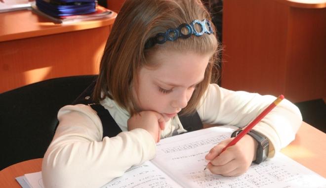 """Foto: Pe cine ajută evaluarea naţională la clasele primare? """"Copiii sunt supuşi unui stres şi unei traume"""""""
