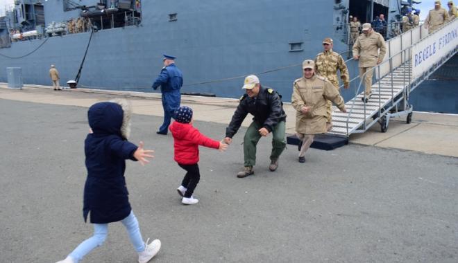 """Foto: Premieră marcată de fregata """"Ferdinand"""", în ultima misiune.  """"Cel mai greu a fost dorul de casă"""""""