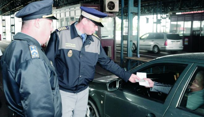 Foto: Poliţiştii Gărzii de Coastă muncesc