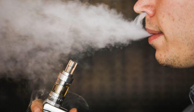 Ţigările electronice şi cele care încălzesc tutunul ar putea fi interzise în localuri.