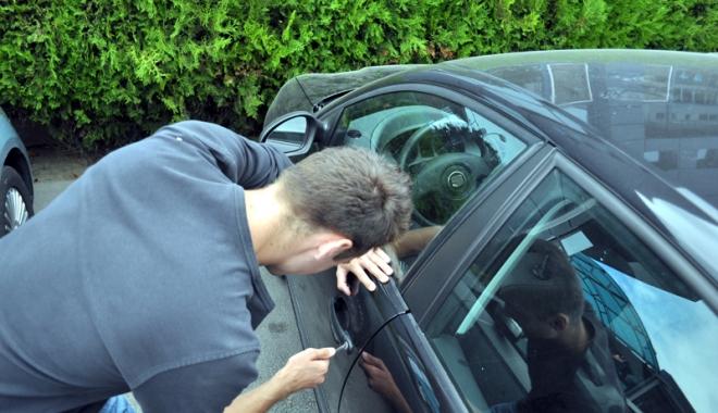 Foto: Minor specializat în furturi din autoturisme, prins de jandarmi în Mamaia
