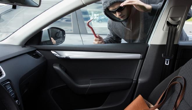 Foto: Când prostia bate dibăcia… Cât de uşor se fură maşini de lux din Constanţa