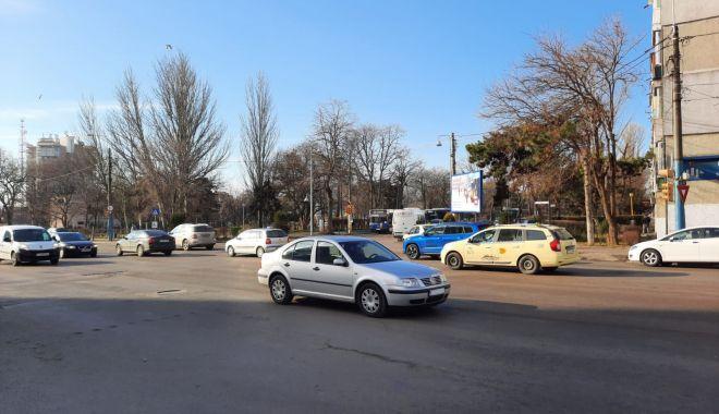 Claxoane în intersecții. Se implică cineva să schimbe semaforizarea? - fondintersectiiinaintestanga1-1612714121.jpg