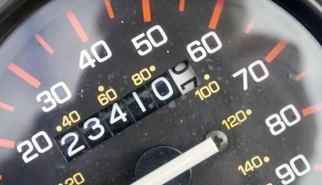 Foto: Dai kilometrajul maşinii înapoi? Rişti să ajungi în spatele gratiilor