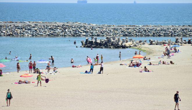Foto: La plajă, cu reguli noi și fără aglomerație. Cum ne bronzăm vara aceasta, pe litoral