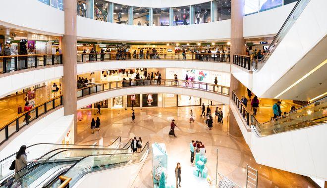 Magazine din mall-uri, înfrânte de pandemie. Chiriile mari şi vânzările mici i-au îngenuncheat pe comercianţi - fondmagazine2-1612294064.jpg