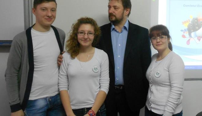 """Foto: Cei mai buni elevi de la Liceul """"Hurmuzescu"""" pleacă la Bruxelles"""