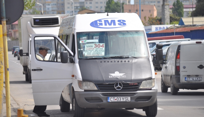 """Foto: Se cutremură afacerea maxi-taxi?  """"Nu e grevă, urma să expire nişte avize…"""""""